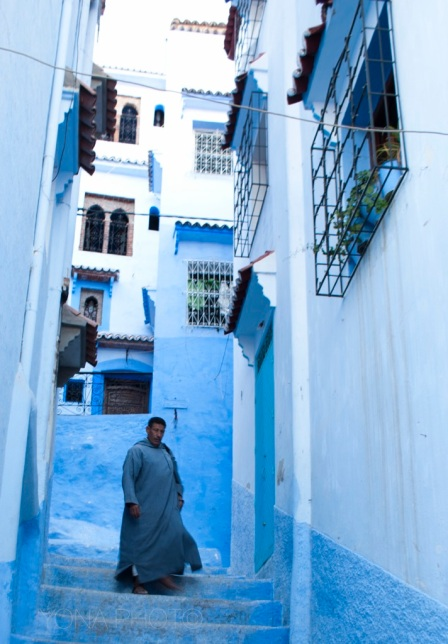Walls and streets are painted blue to lower the brightness of the sunshine.