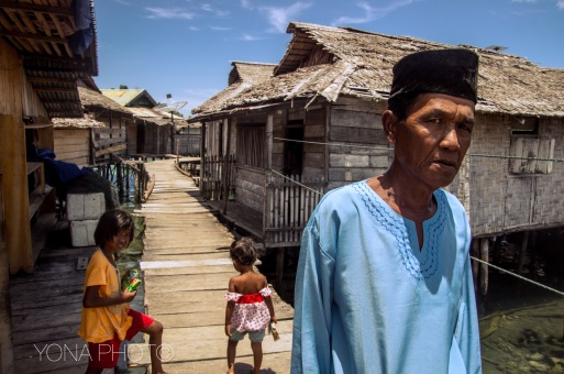 'Sea gypsies' live an isolated live off the coasts of Indonesian archipels