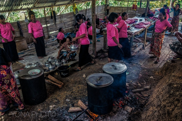 Women are preparing meals for all guests at the Torajan Funeral Ceremony